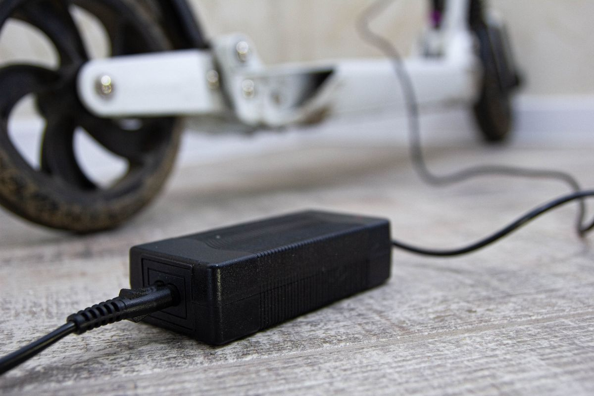 24 Volt Battery Charger for Electric Scooter
