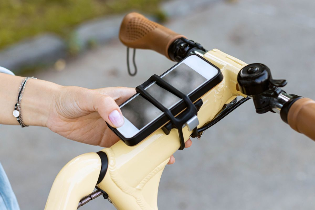 4 Best Bike Accessories for Commuting