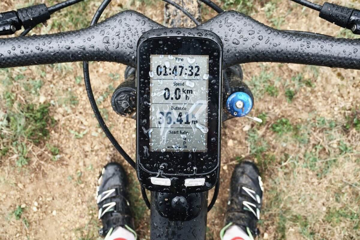 What to choose between wireless or wired bike computers