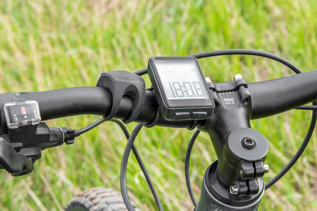 Which to choose between wireless or wired bike computers