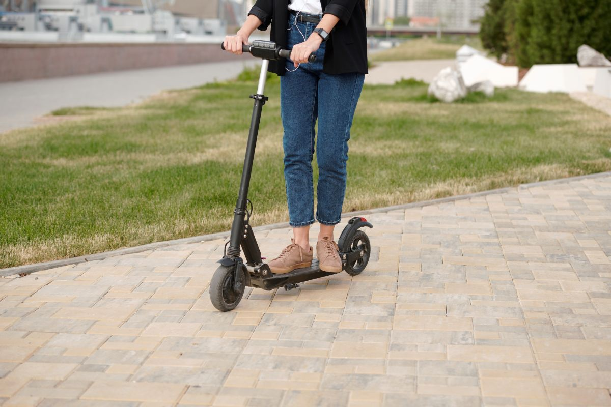 GOTRAX Glider Folding Electric Detailed Scooter